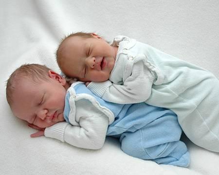 Вынашивания близнецов, какие бывают риски?