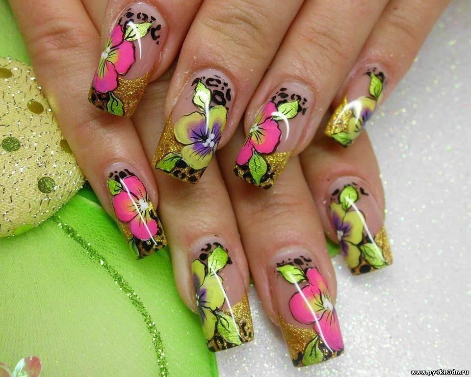 Рисунки на ярких ногтях